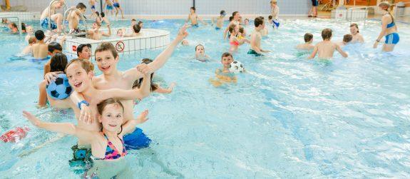 Recreatiezwemmen bij Zwembad Wasbeek