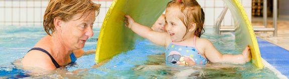 Puppuzwemmen bij Zwembad Wasbeek